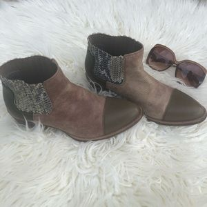 Coconuts by Matisse Olive & Snakeskin Boots 8 1/2